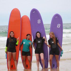 Les moniteurs de surf vous garantissent du fun et de la sécurité