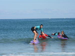 Des cours de surf adaptés aux adultes
